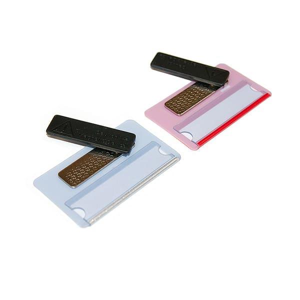 Пример использования самоклеющихся пластиковых магнитов на бейдже